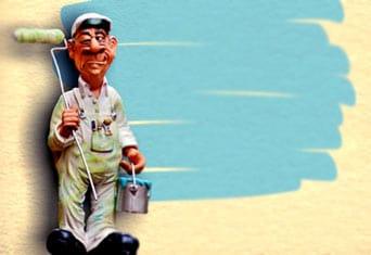 plastikowa figurka malarza z wałkiem w ręku