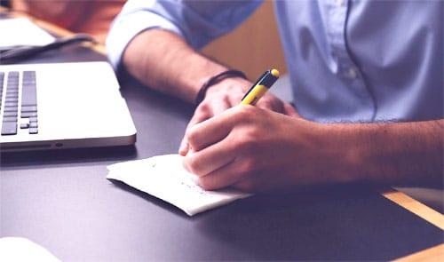 Poszukiwanie pracy przez internet i wypisywanie ofert